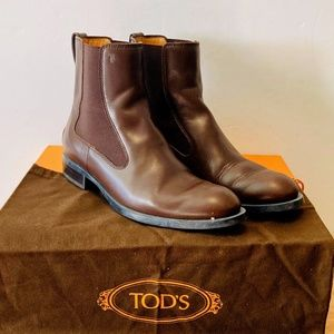 TOD'S Women brown leather studded boots, 7.5